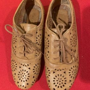 Madden Girl Cut Out Shoes/Loafers